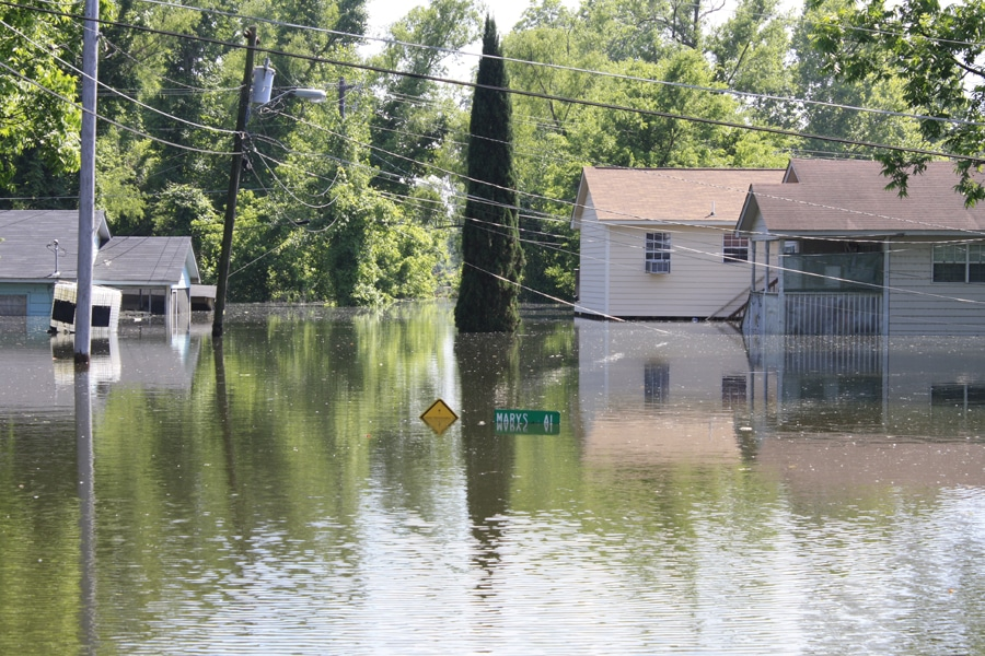 Flooded homes in Vicksburg, MS. Image courtesy of Howard Greenblatt, FEMA.